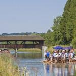 Ein beliebtes und vergnügliches Erlebnis ist es mit dem Floß auf der Isar von Wolfratshausen nach München zu fahren
